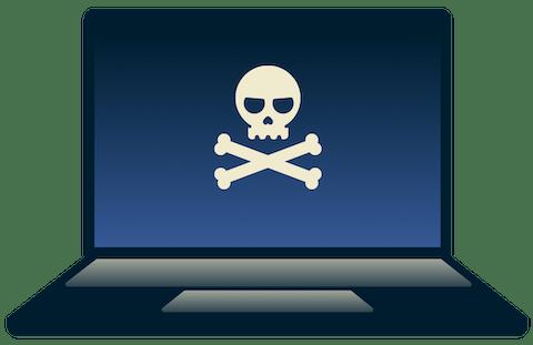 Haker pracujący na laptopie