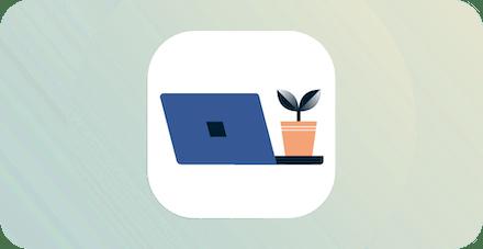 Laptop med växt på.