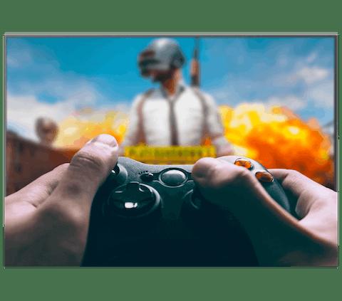 Giocare a PUBG con Xbox su una TV.